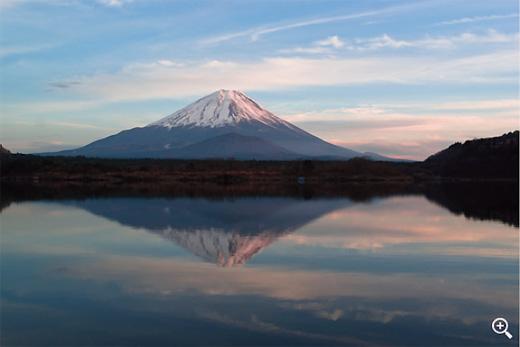 精進湖-他手合浜からの逆さ富士