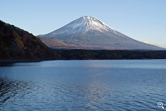富士五湖最西端に位置し一番水深の深い本栖湖