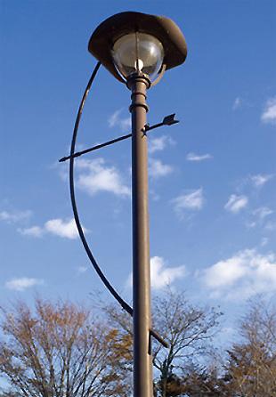 流鏑馬をイメージした公園の街灯