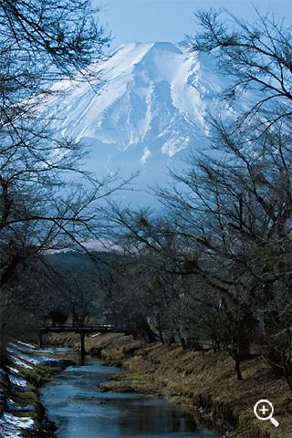 新名庄川より雄大な富士山を望む