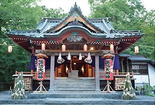 「安産祭り」で有名な山中諏訪神社
